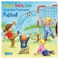 Jakob, Sofie, Leo und ihr neuer Freund spielen Fussball