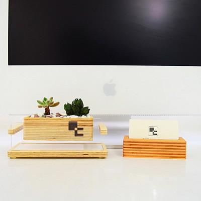 책상위에 공중 정원 인 스페이스 덱-소